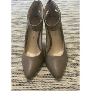 Banana Republic Pointed Heels Ankle Strap Size 10